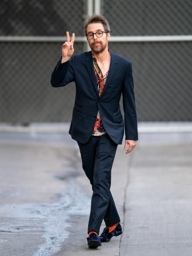 Модный аксессуар: как стильно носить носки и сочетать с другими вещами-Фото 7