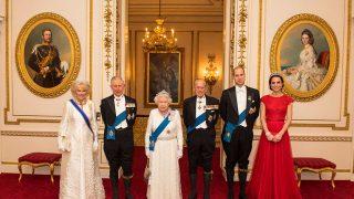 Кейт Миддлтон, принц Уильям и другие члены королевской семьи поблагодарили медсестер-320x180