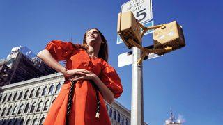 Ода женственности: эксклюзивная съемка Marie Claire в нью-йоркском метро-320x180