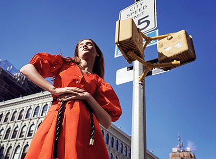 Ода женственности: эксклюзивная съемка Marie Claire в нью-йоркском метро-430x480