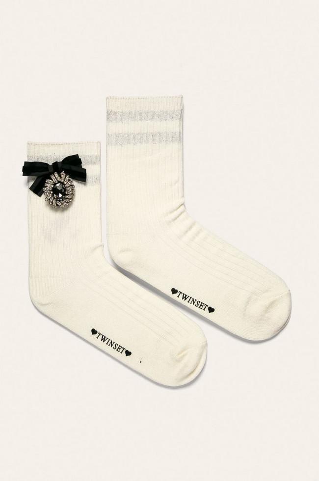 Модный аксессуар: как стильно носить носки и сочетать с другими вещами-Фото 4