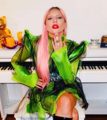 Леди Гага выпустила линию мерча, посвященного альбому Chromatica-430x480