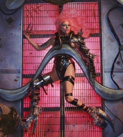 Леди Гага выпустила шестой альбом Chromatica-430x480