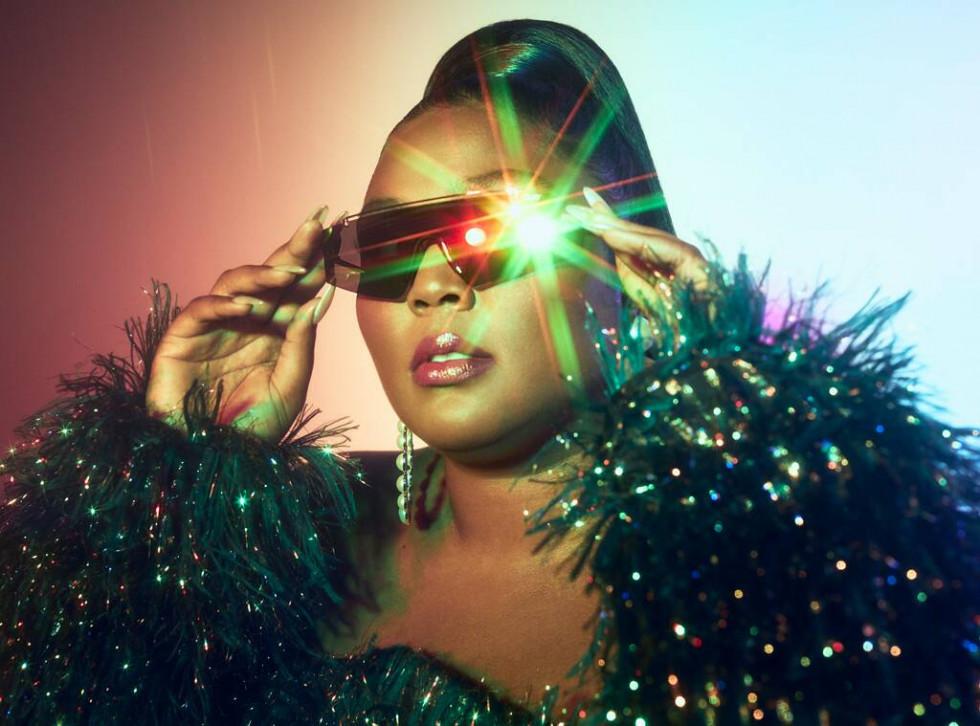Lizzo выпустила линейку солнцезащитных очков-Фото 1