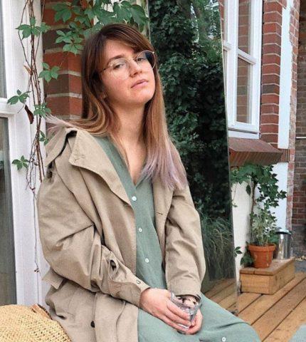 Основатель блога @thevelvetdust о феминизме, нежелательных волосах и счастье быть собой-430x480