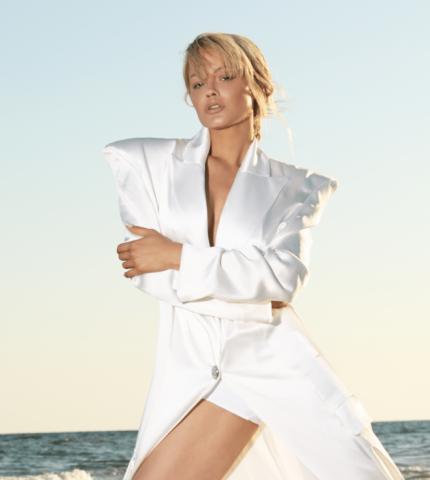 Девушка с обложки: модель Йилена Эрнандес о секретах красоты, бизнесе и большой мечте-430x480
