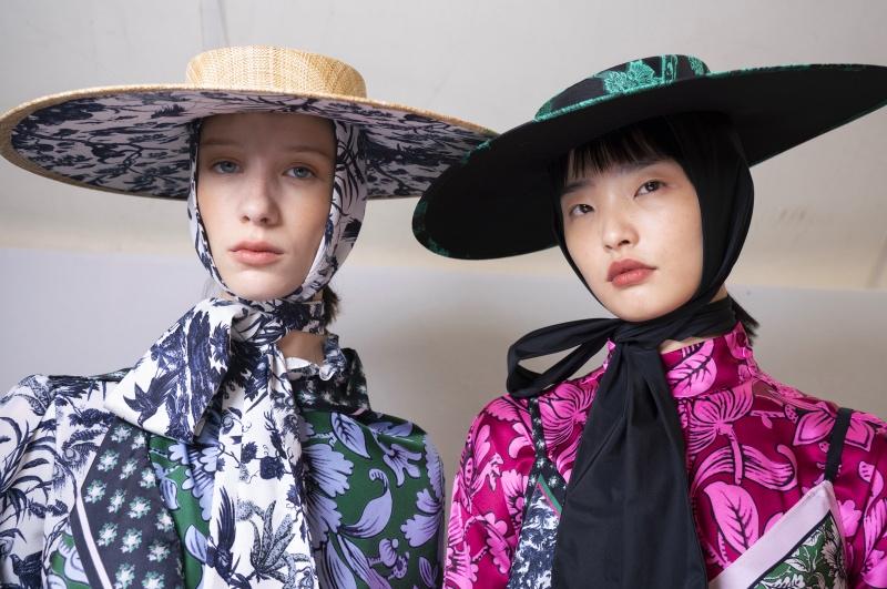 Дело в шляпе: самые модные головные уборы этого лета-Фото 1