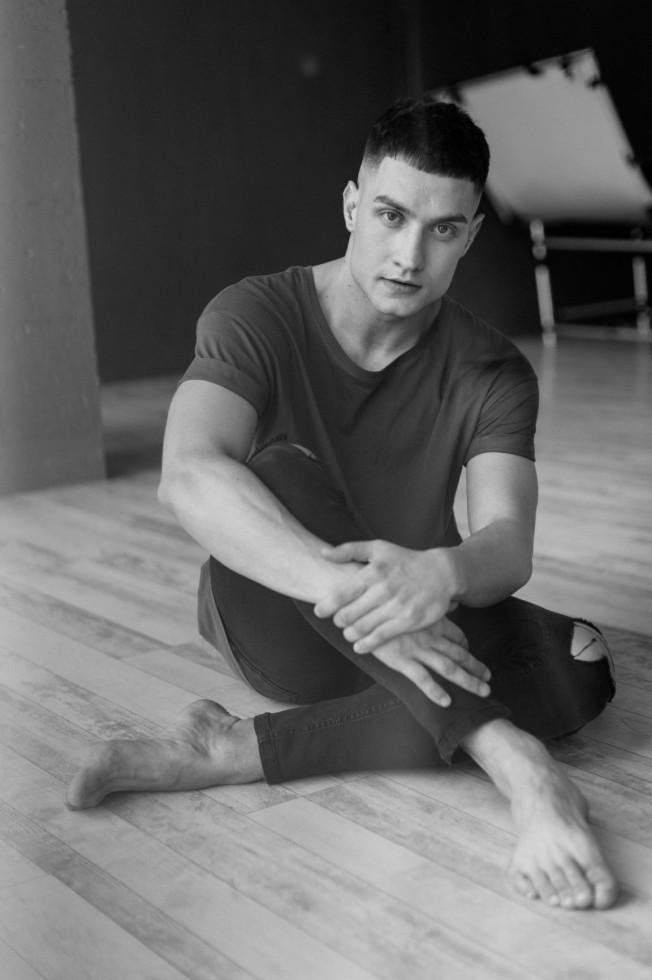 Мужчина говорит: танцор Игорь Гелуненко-Фото 1