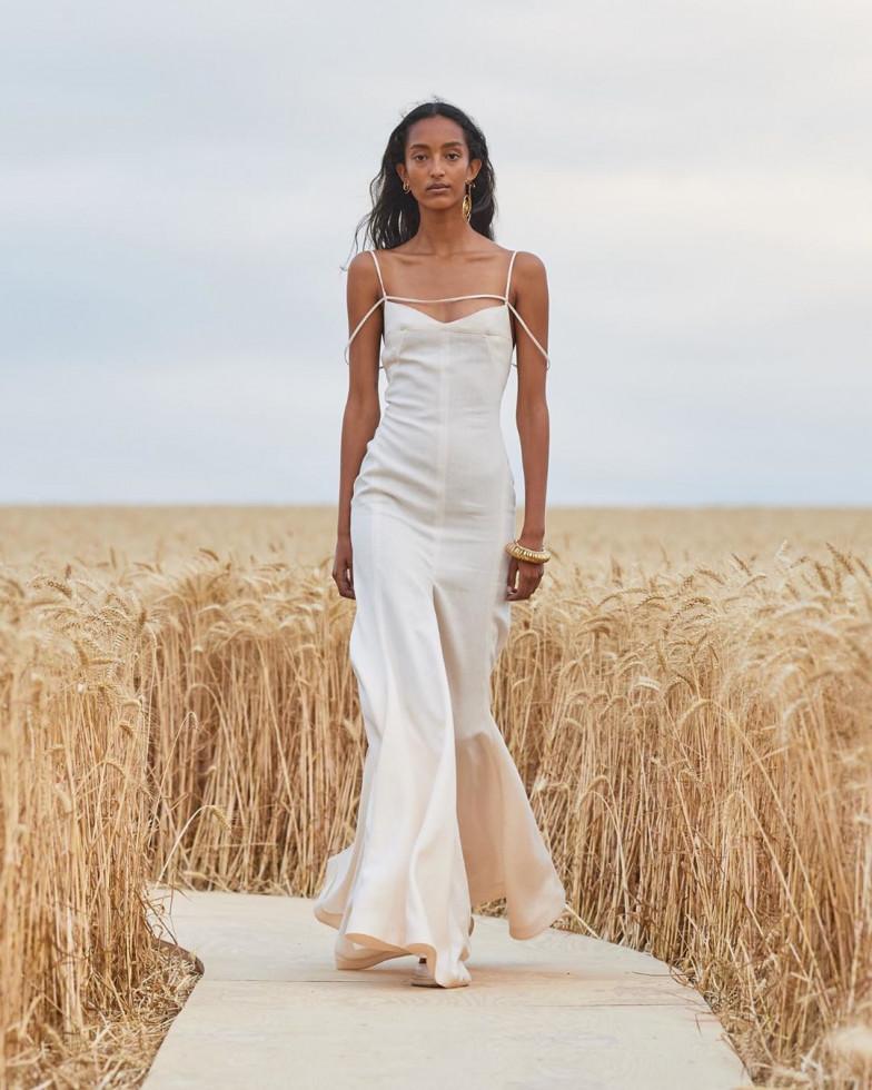 Jacquemus представили новую коллекцию в пшеничном поле-Фото 2