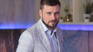 Мужчина говорит: Егор Гордеев-320x180
