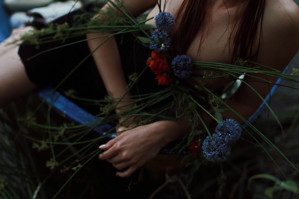 Where the wild roses grow. Эксклюзивная съемка Marie Claire X Le narcotique-Фото 12