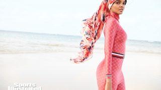 Модель в хиджабе Халима Аден снялась для Sports Illustrated-320x180