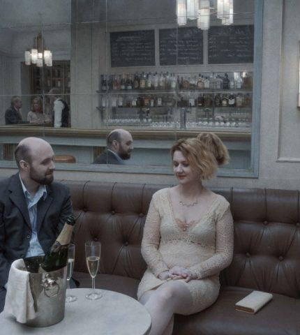 Трогательно, смешно, трагично: что нужно знать о новом фильме Роя Андерссона «О бесконечности»-430x480