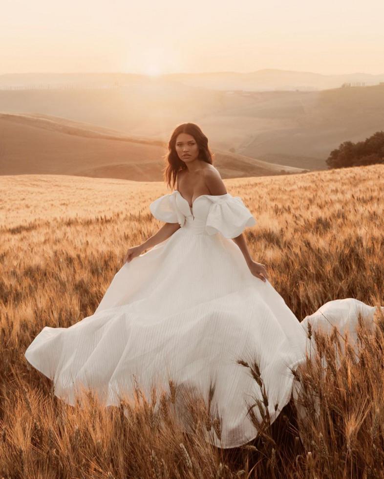 10 самых красивых свадебных платьев 2020 года-Фото 4