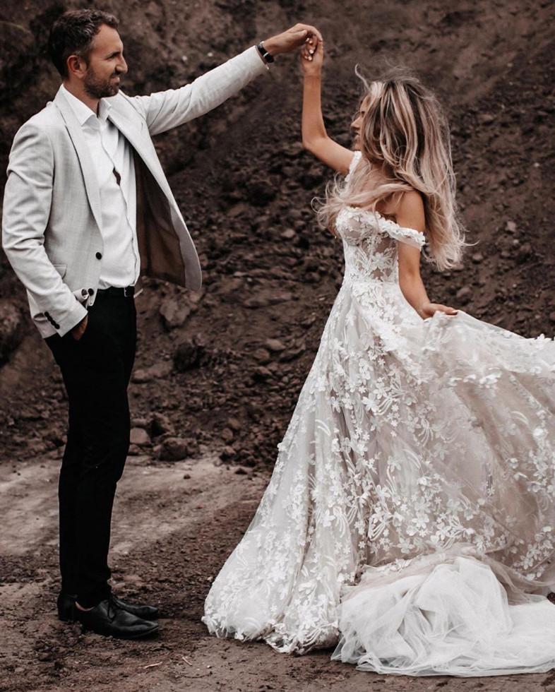 10 самых красивых свадебных платьев 2020 года-Фото 8