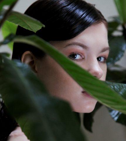 Парижские джунгли: новая съемка Marie Claire Ukraine-430x480