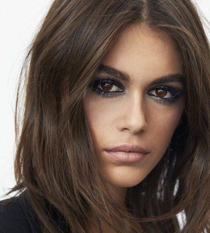Beauty-тренды: Кайя Гербер демонстрирует самое модное окрашивание 2020 года-430x480