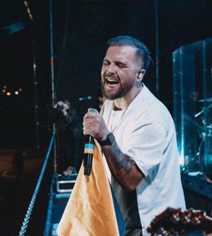 Гурт БЕZ ОБМЕЖЕНЬ відіграв автомобільний концерт на території аеропорту Бориспіль!-430x480