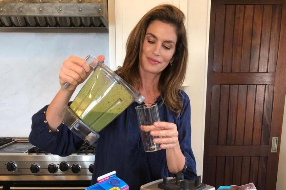 Рецепт молодости и красоты от Синди Кроуфорд: зеленый смузи-Фото 1
