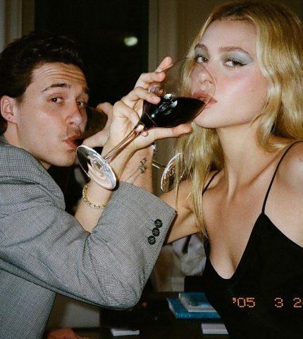В стиле 90-х: Никола Пельтц выставила интимные снимки сына Дэвида Бекхэма-430x480