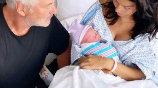 Алек Болдуин стал отцом в шестой раз в 62 года-320x180