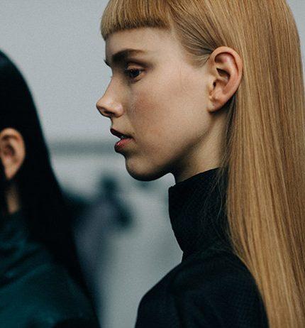 Микромода: Черты самой модной челки 2020 — по стопам Холли Голайтли-430x480