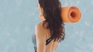 Тренировка с фитнес-резинкой: 5 упражнений-320x180