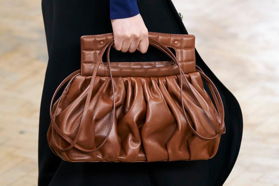 Ручная кладь: 10 самых модных форматов сумок сезона осень-зима 2020-Фото 1