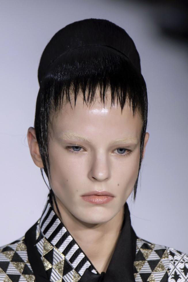 Микромода: Черты самой модной челки 2020 — по стопам Холли Голайтли-Фото 8