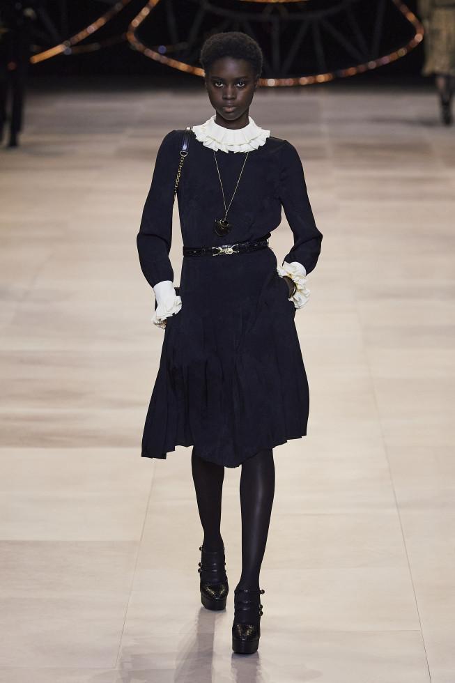 Самое модное платье осени 2020 — стильный нюанс для теплого дня-Фото 7