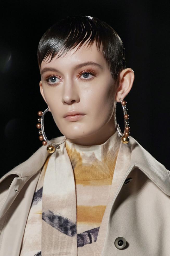 Микромода: Черты самой модной челки 2020 — по стопам Холли Голайтли-Фото 2