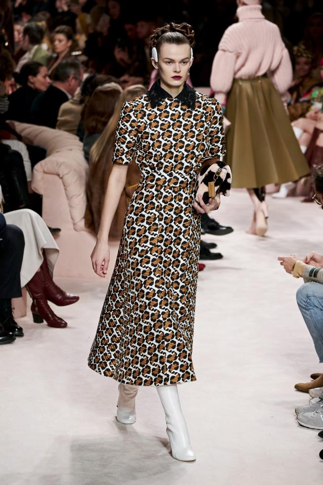 Самое модное платье осени 2020 — стильный нюанс для теплого дня-Фото 13