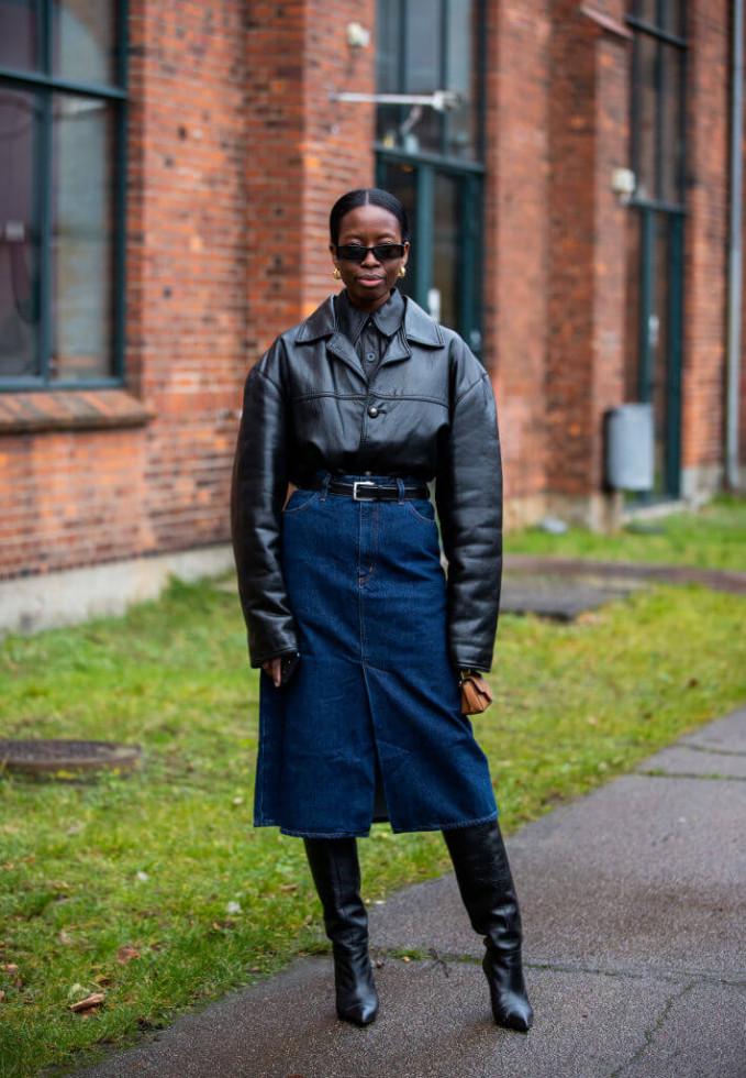 Жизнь в дениме: Самая универсальная юбка 2020 – 6 стильных сочетаний-Фото 2