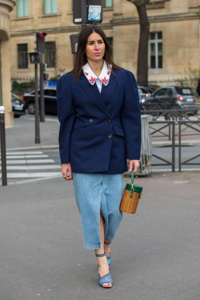 Жизнь в дениме: Самая универсальная юбка 2020 – 6 стильных сочетаний-Фото 11