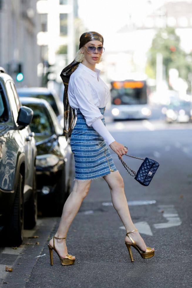 Жизнь в дениме: Самая универсальная юбка 2020 – 6 стильных сочетаний-Фото 4