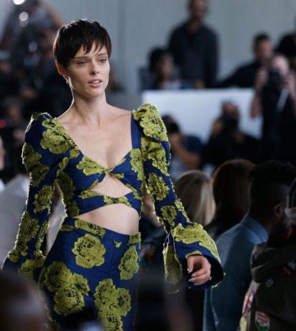 Модель Коко Роша выбирает одежду украинского бренда MONAMOON-430x480