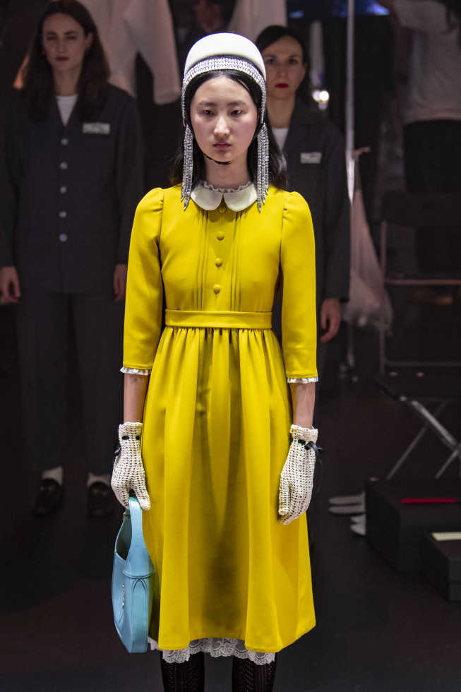 Самое модное платье осени 2020 — стильный нюанс для теплого дня-Фото 10