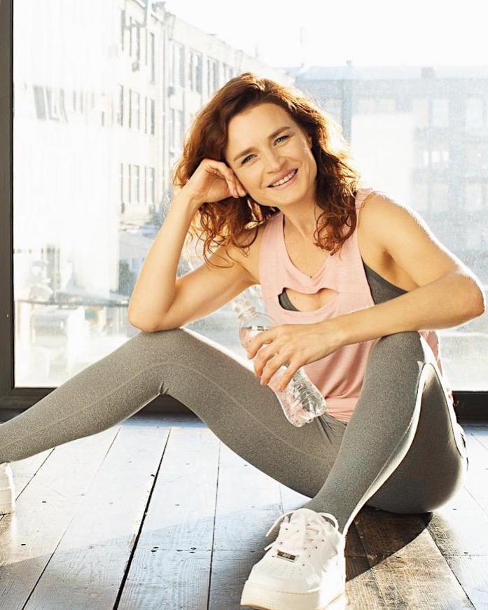 Тренировка с фитнес-резинкой: 5 упражнений-Фото 1