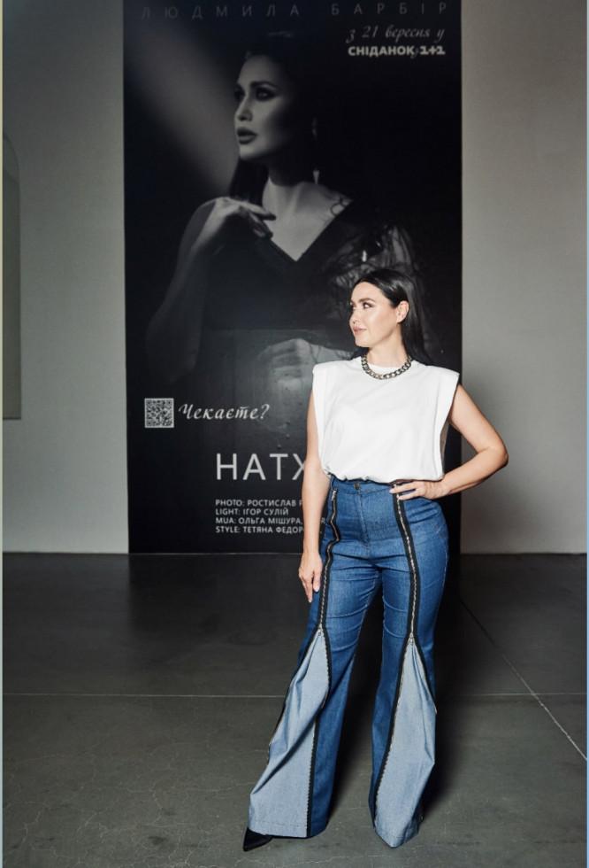 На відкритті Ukrainian Fashion Week був представлений портрет телезірки Людмили Барбір-Фото 1