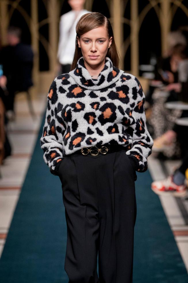 10 модных форматов свитеров и джемперов на осень 2020-Фото 8