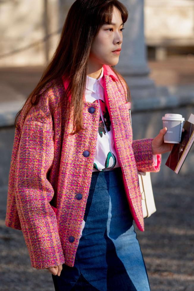 Жизнь в дениме: Самая универсальная юбка 2020 – 6 стильных сочетаний-Фото 10
