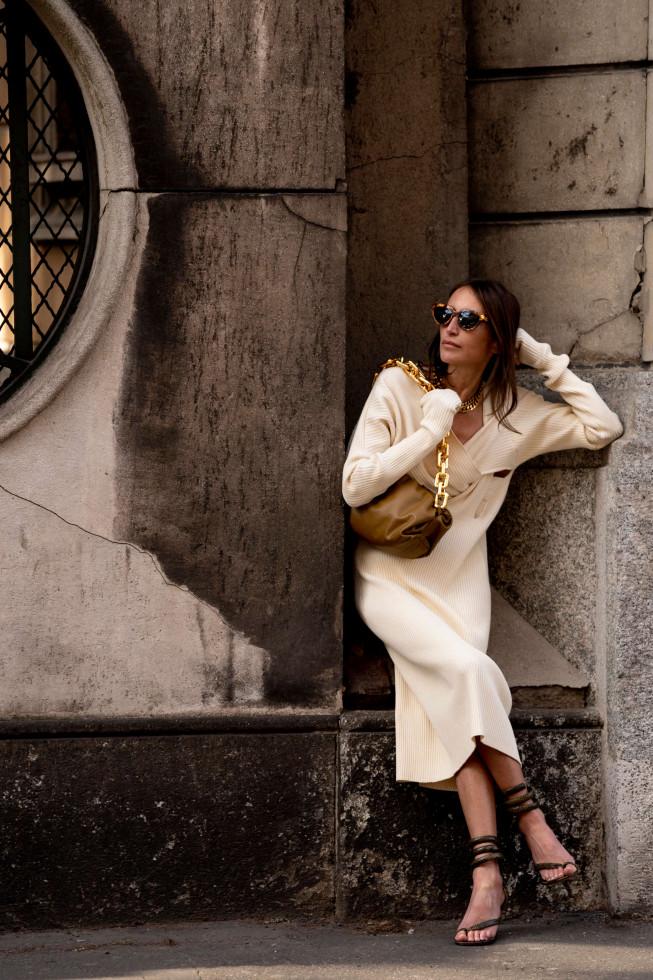 Актуальный трикотаж: Платье на осень как у звезд стритстайла и голливудских знаменитостей-Фото 1
