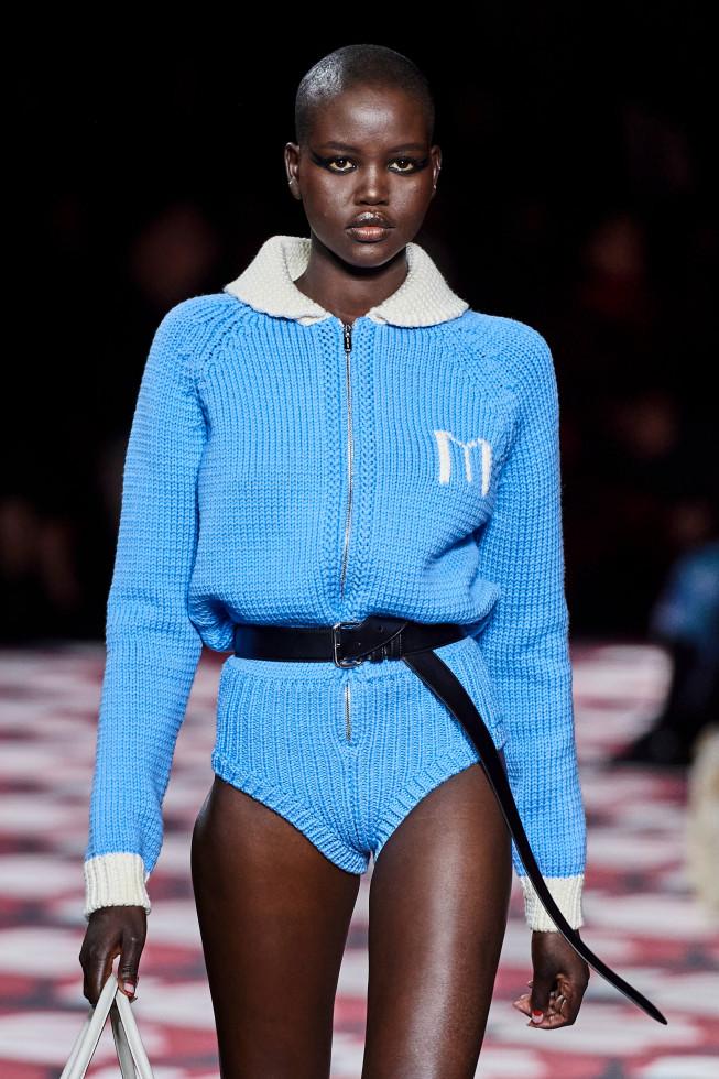 10 модных форматов свитеров и джемперов на осень 2020-Фото 10
