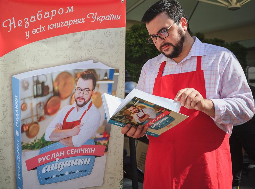 10 років в ефірі. Руслан Сенічкін відсвяткував ювілей у Сніданку з 1+1-Фото 5