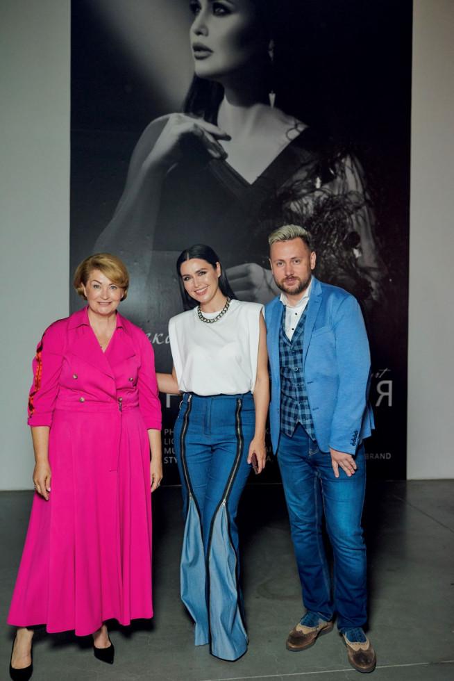 На відкритті Ukrainian Fashion Week був представлений портрет телезірки Людмили Барбір-Фото 5