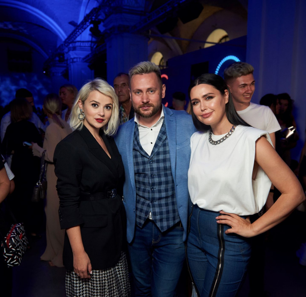 На відкритті Ukrainian Fashion Week був представлений портрет телезірки Людмили Барбір-Фото 4