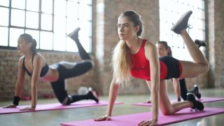 Тренировка ягодиц: 10 самых эффективных упражнений-320x180