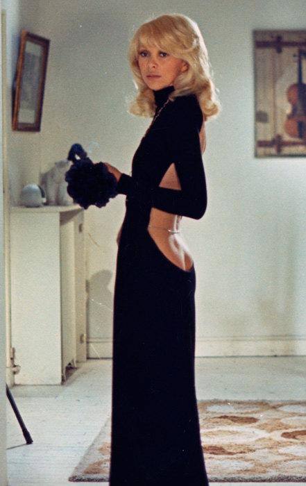 По стопам Коко: 10 легендарных маленьких черных платьев в кинематографе-Фото 6