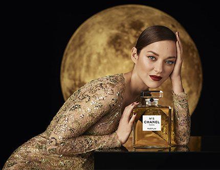 Марион Котийяр – новое лицо аромата CHANEL №5-430x480