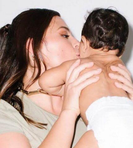 """Девять месяцев спустя: Эшли Грэм показала свое новое """"красивое и сильное"""" тело-430x480"""